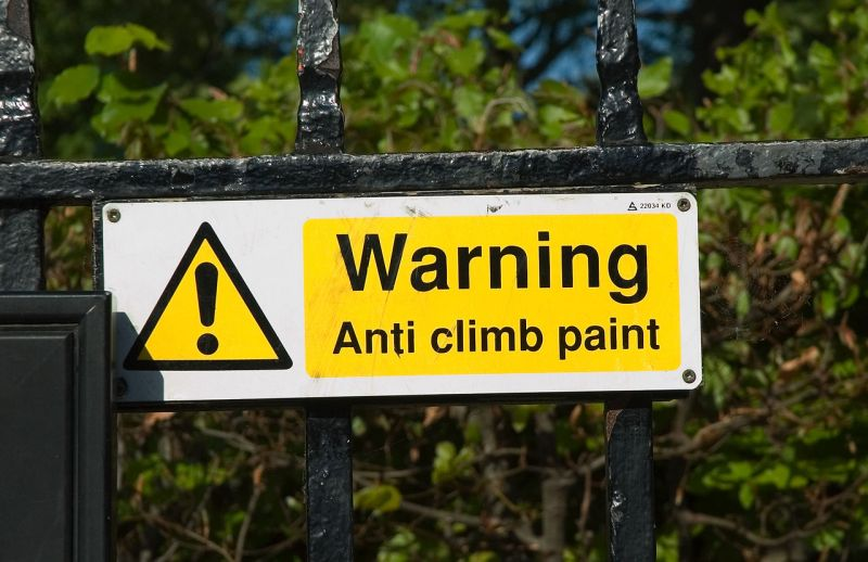 1280px-Anti_climb_paint_sign